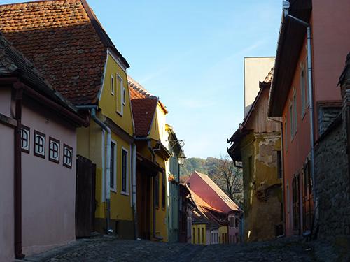 Les rues colorées de Sighisoara en Roumanie