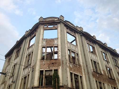 Bâtiment en ruine à Sarajevo